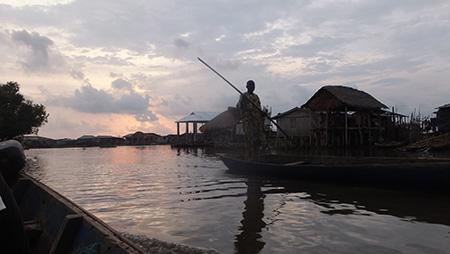 18 h – Nous arrivons à So Tchanhoué, notre destination, au coucher du soleil.